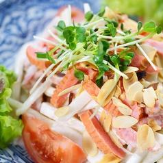 料理メニュー写真観音寺の海老平天と大根のサラダ