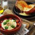 料理メニュー写真玉葱丸ごと石釜焼き ラクレットチーズかけ (写真右奥)