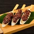 """料理メニュー写真仙台名物""""笹かまぼこ""""の肉味噌牛タンのせ"""