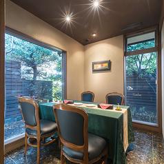 ◆2名様~4名様向け個室◆落ち着いた静かな空間でご友人やカップルでお食事を楽しみませんか。少人数向けの個室は女子会やデートなどにぴったりです。ちょっとおしゃれにいつもと違うお食事利用にいかがですか?