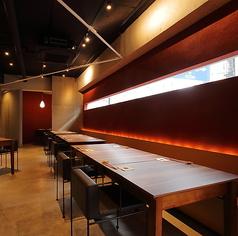 テーブルは6名様掛けテーブルを5卓ご用意しております。レイアウト変更もできますので、各種ご宴会にぴったりのお席となっております。