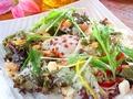 料理メニュー写真温玉のせシーザーサラダ