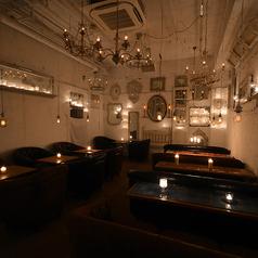【ソファー席個室:~20名様】最大20名様までご利用いただける個室席を2部屋ご用意しております。各種ご宴会やパーティーにご利用いただけます。