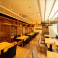 50~60名様・テーブル席|和みの空間にロングテーブルで宴会.。お部屋を2つ抜いて広々とした大広間をお作りします。テーブルは自在に動かすことができ、ロングテーブルを構成してご歓談することもできます。
