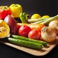 【素材のこだわり】      九州野菜にこだわり糸島や、熊本八代、浅倉から直送された新鮮野菜を使用します。