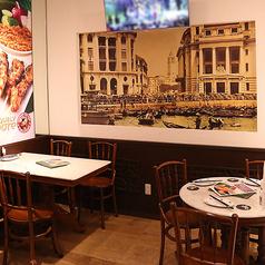 2名、4名様用テーブルをご用意致しております。ご人数に応じて、6名、14名、16名様用にセッティングする事も可能です。