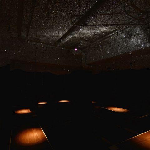 【スタールーム:~20名様】天井いっぱいに満天の星空が広がるスタールーム。店内一番奥にあるこちらのお部屋は、最大20名様までご利用いただけます。
