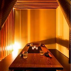少人数様~個室席へご案内!優しい照明の落ち着けるお席です。その他宴会、接待、デートなど様々なニーズに対応できるお席を多数ご用意しております!