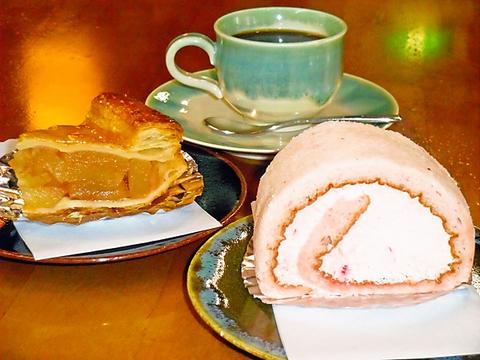 自家製パンやケーキと、サイフォンで煎れた香り高いコーヒーを味わえる蔵のカフェ。