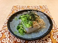 料理メニュー写真キスの天ぷら、大根サラダ、黒豆冷奴、丹波の黒豆煮豆、きのこバター焼き