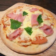 生ハムとトマトの贅沢ピザ