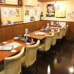 テーブル席は全部で14席。2名から14名まで、人数に合わせてレイアウト変更ができます!