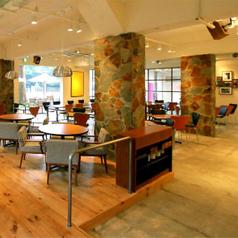 カフェシェーキーズ Cafe Shakey's 外苑信濃町店の雰囲気1