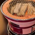 【にく式琴似店のおすすめポイント☆その4】《七輪で楽しむ炭火焼肉》 当店では七輪を使い炭火で肉を焼き上げることで、遠赤外線効果により旨味たっぷりの味に仕上がります♪