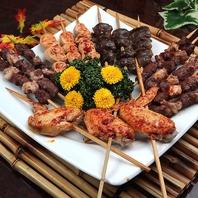 食べ歩き☆炭火で焼き上げた5種類の串焼きは1本100円~