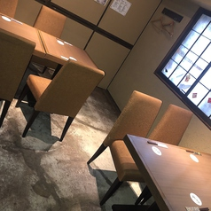 【テーブル席】開放感のあるテーブル席