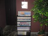 計200冊以上の各種マンガもあります。お一人で数時間滞在されるお客様もいらっしゃいます・・・。