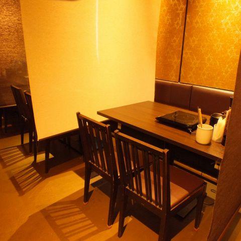 【千葉駅】ロールカーテンで仕切れる個室風テーブル席は最大20名様迄収容可