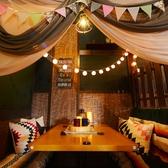 木の温もりと間接照明がお洒落な雰囲気を演出♪テーブル個室は最大で15名様までご利用OK♪女子会・誕生日会・デート・合コン・打ち合わせにおすすめです!