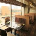 【雰囲気自慢のテーブル席】仙台駅を眺めながら食べる食事はまた格別!ライトアップされる仙台駅を眺めながら食べる食事は雰囲気抜群です。