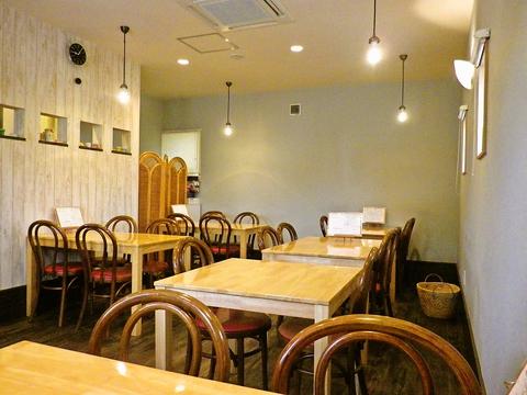 子ども連れのファミリーから年配の方まで、気軽に入れる洋食屋さん。