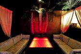 LAリゾートをコンセプトにしたソファー個室