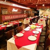 渋谷の喧騒を忘れられる隠れ家で、ゆったりお食事をお楽しみください。店内もゆとりある開放的な空間で、心地よくお食事いただけることと思います。肉の旨味をたっぷり閉じ込めたジューシーなシュラスコは岩塩でシンプルに味付け。口の中で溢れる旨味をご堪能あれ!