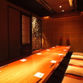 【ゆったり会社宴会や接待にもおすすめの掘りごたつ個室】長時間の宴会でも楽にお寛ぎいただける掘りごたつ個室となっております。雰囲気も落ち着いているのでカジュアル接待等にもご利用いただけます。渋谷で個室完備の居酒屋をお探しの際は『魚魯魚魯 渋谷宮益坂店』をご利用ください。
