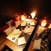店内はシックな雰囲気のある落ち着いた空間が広がっています。こちらのお席は4名様からのゆったりとしたお席をご用意しております。柔らかな照明の光が漂う空間はデートや女子会にも大好評です★当店イチオシの肉料理とワインとともに皆さまでお楽しみください♪】