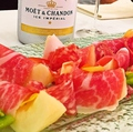 料理メニュー写真岡山産白桃と生ハム(季節限定商品)