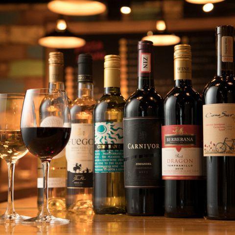 ワインセラーには常時100種以上の厳選された各国自慢のワインが並んでいます♪ワインボトルもALL1900円でOK!ワイン好きやそうでない初心者にも楽しんで頂けます♪