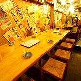 店内は全席テーブル席、と見せかけて奥には隠れ個室あり☆
