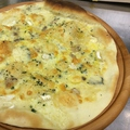 料理メニュー写真ピッツァ クアトロフロマッジォ