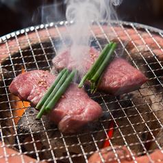炭火焼肉肉刺しにく式 南郷18丁目店の写真