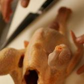 毎日秋田から届く丸鶏を捌き鶏の状態を見ます。