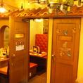 可愛らしい入口を入ると、個室が!!落ち着いた雰囲気で、女子会・飲み会にも最適です◎