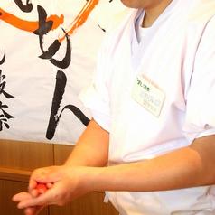 カウンターで職人が握るお寿司。その技を見れるのもカウンターの醍醐味!