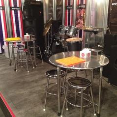 普段はテーブルですが、パーティーなどではステージとして利用できます。
