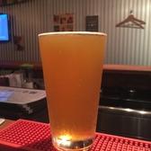 グラスサイズは、アメリカのパブなどと同じUSパイント(473ml)とハーフパイント(260ml)を用意しています。エールビールは香りも一つの楽しみ。泡を入れずに注ぎ、香りも十分に楽しみます。