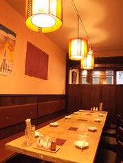 人数に合わせたテーブル席がございます。