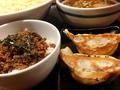 料理メニュー写真【平日の17:00~限定】そぼろ丼+餃子2個セット