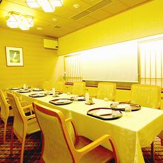 和モダンなテーブル席は落ち着いた雰囲気でお食事して頂けます。