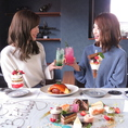 誕生日や記念日等のお祝いにぴったりのテーブルアートを始め、写真映えするパフェや料理を豊富にご用意しております!