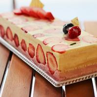 アイスケーキ・花束・デザートプレート承ります。