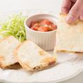 料理メニュー写真Quesadillas (Sausage or Chicken) ピリ辛ケサディージャス (ソーセージorチキン)