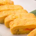 料理メニュー写真焼き立て、明太子ととろけるチーズのだし巻き