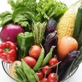 当店の料理を支えてくれるお野菜には有機野菜を使用。有機栽培生産者は全国でも少なく生産数もそれに伴い大変少ないのが現状です。理由は簡単で育てる難易度が非常に高いからです。安定した生産が非常に難しく、一つの作業に慣行栽培に比べて多くの時間が必要です。生産者の心意気が詰まったそんなお野菜です。