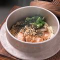 料理メニュー写真秋鮭のバター醤油釜めし