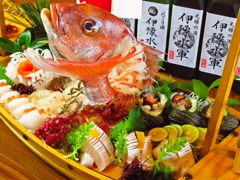 来島海峡を望む最高のロケーションで、採れたての本格海鮮料理を食べられる。