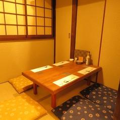 お座敷席5名×1畳の香りが落ち着く和を感じる空間。居心地の良さは抜群です。